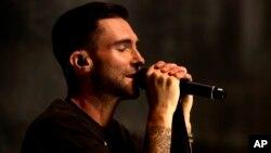 ນັກຮ້ອງ Maroon 5 ຈາກວົງດົນຕີ Universal Music Group Artist