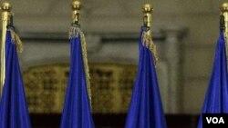 Perdana Menteri Rumania yang baru diangkat, Migai Ravzan Ungureanu (6/2).