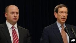 대니얼 글레이저 재무부 테러금융.금융범죄 담당 부차관보(왼쪽)과 로버트 아인혼 이란.북한 제재 조정관(오른쪽)
