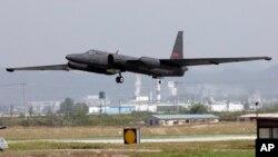 주한미군이 운용하는 U2 고고도정찰기가 지난 2008년 10월 한국 오산 공군기지에서 이륙하고 있다. (자료사진)