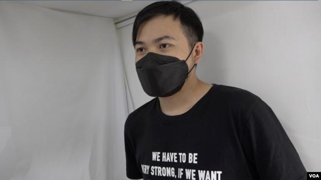 香港当地艺术家阿涂表示,艺术与抗争看似无关,但其实可抚平创伤,鼓励港人继续前行。(美国之音王四维拍摄)