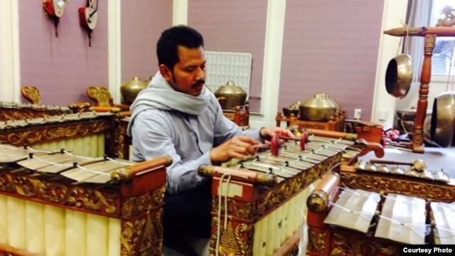 Budi Surasa Putra, Music Director kelompok Gamelan Padhang Moncar di Selandia Baru (Dok: Budi S. Putra)