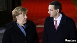 Almanya Başbakanı Angela Merkel ve Polonya Başbakanı Mateusz Morawiecki, AB çatısı altında işbirliğini geliştirmeyi arzu ettiklerini açıklamıştı