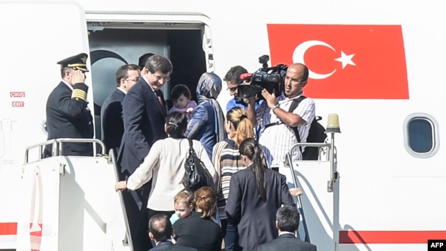 is-militants-release-49-turkish-hostages