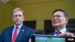 Kem Sokha, leader of the banned opposition CNRP party, talks briefly to reporters after a meeting with US Ambassador to Cambodia Patrick Murphy (left) at his house in Phnom Penh, November 11, 2019. (Khan Sokummono/VOA Khmer)