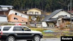 Nhà cửa bị hư hại sau trận động đất 6.8 độ tại thị trấn Hakuba gần thành phố Nagano, ngày 23/11/2014.
