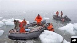 俄罗斯勘测队在极地工作