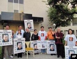 洛杉矶以空椅子庆祝刘晓波获诺贝尔和平奖