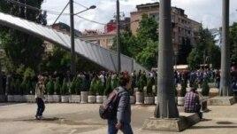 KFOR: Vazot në urën kryesore në Mitrovicë – politikisht të motivuara