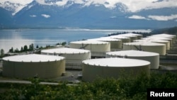 A field of 14 storage tanks that each hold 510,000 bbls of oil can be seen at the Trans-Alaska Pipeline Marine Terminal in Valdez, Alaska. REUTERS/Lucas Jackson (UNITED STATES) - RTR20RZD