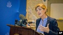 خانم پاور به تازگی از کشور های ایبولا زده برگشته است
