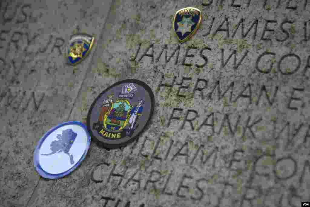 Имена погибших полицейских на стене памяти