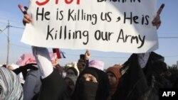 Phụ nữ Syria biểu tình kêu gọi Tổng thống Bashar al-Assad từ chức trước đại sứ quán Syria ở Amman, ngày 1/5/2011