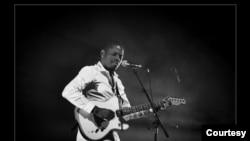 Toto, músico angolano