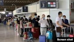 280 công dân Việt Nam bị kẹt tại 11 nước Châu Âu hồi hương trên chuyến bay đặc biệt của Vietnam Airlines đáp xuống phi trường Đà Nẵng hôm 22/7/2020. VnExpress Screenshot