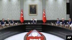 Tổng thống Thổ Nhĩ Kỳ Recep Tayyip Erdogan họp nội các tại Dinh tổng thống ở Ankara, ngày 15/8/2016.