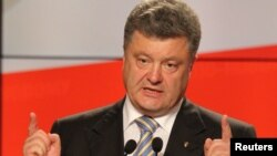 Presiden Ukraina Petro Poroshenko Selasa (10/6) mengimbau dibukanya bantuan kemanusiaan bagi warga sipil yang ingin mengungsi dari Ukraina timur yang bergolak (foto: dok).