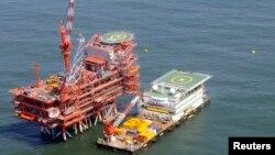 Ảnh minh họa: Giàn khoan dầu của Ấn Độ ngoài khơi Vịnh Bengal.