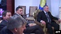 Opozita në Kosovë kërkon seancë të jashtëzakonshme për bisedimet Prishtinë-Beograd