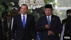 ທ່ານ Tony Abbott ນາຍຍົກລັດຖະມົນຕີໃໝ່ອອສເຕຣເລຍ ແລະປະທານາທິບໍດີ Susilo Bambang Yudhoyono ແຫ່ງອິນໂດເນເຊຍ