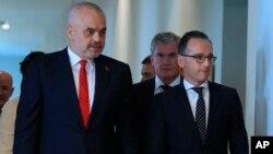 """El gobierno de Albania dijo el miércoles 19 de diciembre de 2018 que los dos diplomáticos iraníes fueron expulsados por """"violar su estatus diplomático""""."""