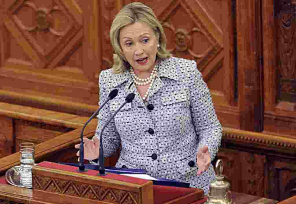 هیلاری کلینتون وزیرامور خارجه آمریکا سرکوب اعتراض های مسالمت آمیز در بلاروس را محکوم کرد. برای خواندن مقاله کليک کنيد