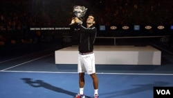 Novak Djokovic mengalahkan Rafael Nadal dalam lima set untuk menjuarai Australia Terbuka yang ketiga kalinya (29/1).