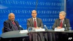 (l-r) Dr. Saad Eddin Ibrahim, Karim Haggag and Amb. Edward Walker at the VOA panel discussion on upcoming parliamentary elections in Egypt, 16 Nov 2010