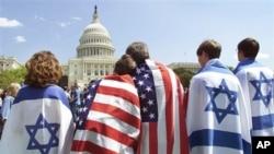 Kao i druge etničke grupe u SAD, američka židovska zajednica aktivno lobira za svoje ciljeve