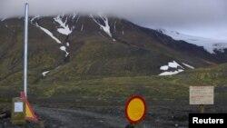 Put ka vulkanu Bardarbunga blokiran je na udaljenosti od 20 kilometara, u regionu lednika Vatnajokul, na severu Islanda, 19. avgusta 2014.