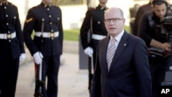 Le Premier ministre tchèque, Bohuslav Sobotka, arrive pour un sommet européen à La Valette, Malte, le 11 novembre 2015.