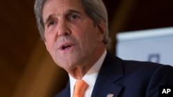 Le secrétaire d'État John Kerry donne un discours lors du Forum d'Oslo à Losby Gods, le 15 juin 2016.