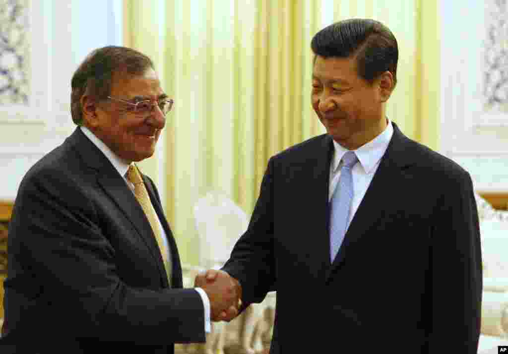 U.S. Defense Secretary Leon Panetta, left, shakes hands with China's Vice President Xi Jinping at the Great Hall of the People in Beijing, China, September 19, 2012.