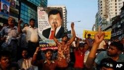 Ảnh tư liệu: Các nhà hoạt động đối lập Bangladesh cầm hình ảnh ông Elias Ali, một chính trị gia đối lập bị bắt cóc ở Dhaka. Mất tích và bắt cóc xảy ra ngày càng nhiều dưới chế độ của Liên minh Awami cầm quyền ở Bangladesh.