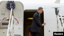Menteri Luar Negeri John Kerry meninggalkan Roma menuju Amman, Maret 2014.