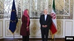 دیدار فدریکا موگرینی مسئول سیاست خارجی اتحادیه اروپا (چپ) و محمدجواد ظریف وزیر خارجه ایران در تهران - ۶ مرداد ۱۳۹۴