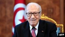 Le président tunisien Béji Caïd Essebsi assiste à une réunion avec les partis politiques, les syndicats et les employeurs, à la suite des troubles provoqués par les mesures d'austérité, à Tunis, le 13 janvier 2018.