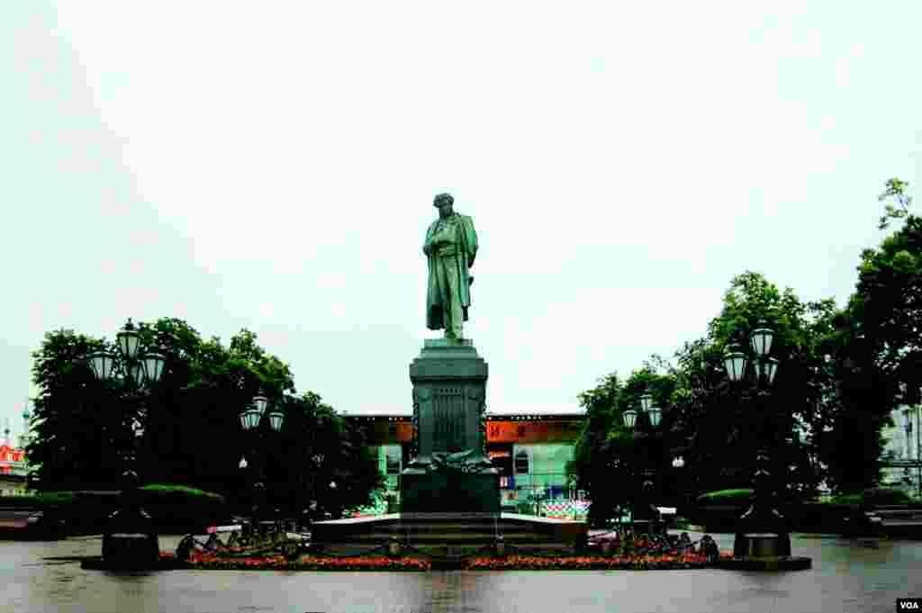 Пушкинская площадь (photo: courtesy of Yevgeniy Fiks)