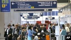 Bandara O'Hare di Chicago, tempat terduga pendukung ISIS ditangkap.