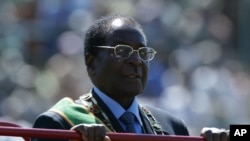 Kelompok HAM Kanada mengatakan, kroni-kroni Presiden Robert Mugabe telah mencuri intan dari ladang-ladang di Zimbabwe (foto: dok).