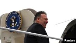 美國國務卿蓬佩奧2020年2月13日乘專家前往多國訪問(路透社)