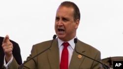 El congresista republicano Mario Díaz-Balart asegura que seguirán trabajando en una reforma de inmigración, pero que no apoyará el proyecto presentado por sus colegas demócratas.