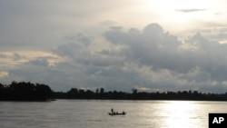 湄公河上盪漁舟