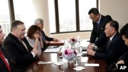 美國國務卿蓬佩奧與北韓高級官員金英哲在紐約會談(2018年5月31日)