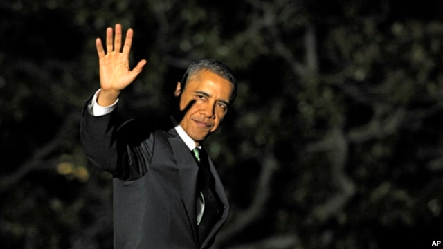 President Barack Obama waves as he walks to Marine One on the South Lawn of the White House in Washington, March 19, 2013.