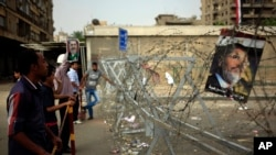 Supporters of ousted President Mohamed Morsi protest at the Republican Guard building in Nasr City, Cairo, July 9, 2013.