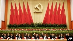 A picture of China's Plenum meeting of top officials from 2004.