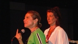 Instructor Tovah Feldshuh, left, with Nancy Gair at the International Cabaret Conference held at Yale University