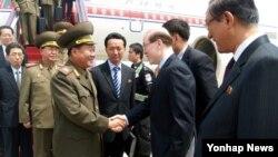 북한 김정은 국방위원회 제1위원장의 특사인 최룡해 인민군 총정치국장이 22일 중국 베이징 서우두공항에 도착했다고 조선중앙통신이 보도했다.