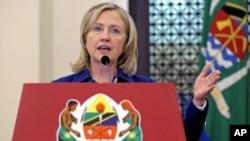 Hillary Rodham Clinton durante uma conferência de imprensa na State House em Dar es Salaam,em Junho de 2011.